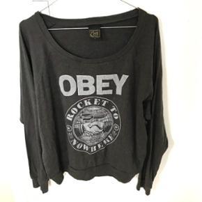 Obey swestshirt str. M