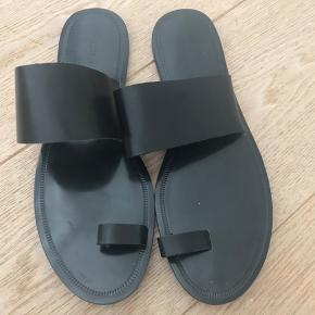 Fede læder sandaler . Brugt en gang . Prisen er fast. Tryk køb nu hvis de skal være dine 😊