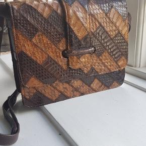 Retro vintage snake skin shoulder bag. Super good condition 😍 📦 Can send with DAO