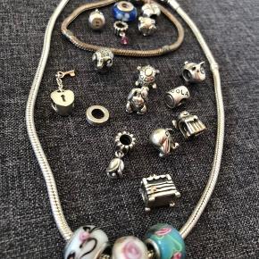 Halskæde, armbånd og led fra Pandora sælges (de skal pudses, men fejler ellers intet). Kan købes sammen eller hver for sig. Kan hentes i Horsens eller sendes med posten (køber betaler fragten) :)