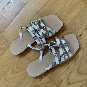 Sandal fra zara  Aldrig brugt  Byd gerne
