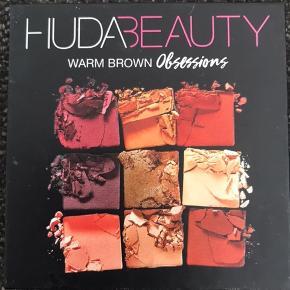 """Huda Beauty Obsessions """"Warm Brown"""" Købt i Sephora. Nypris: 250kr  Nogle af farver er blevet brugt en smule, mens andre kun er blevet """"swatched""""; se billede 2."""