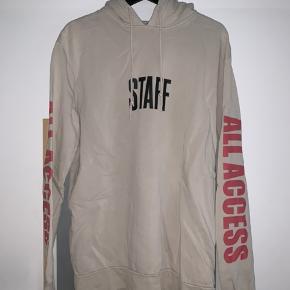Hej Trendsales,  Justin Bieber 'Purpose Tour' merch hoodie i fin stand.  Skriv endelig for spørgsmål!  // Victor
