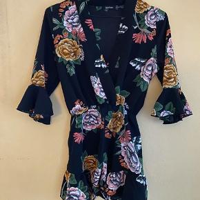 Kimono wrap style play suit   STR 36 Svarer til en S