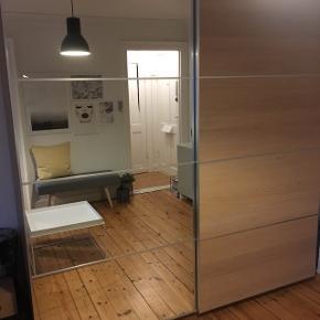 Stort IKEA PAX skab, er skilt ad og klar til at blive hentet.
