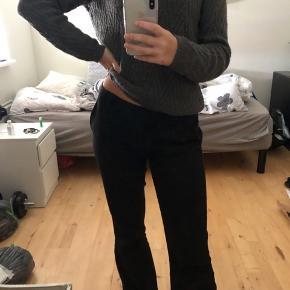 sælger denne fine sweater/ bluse fra vero moda. Størrelsen svarer til en small