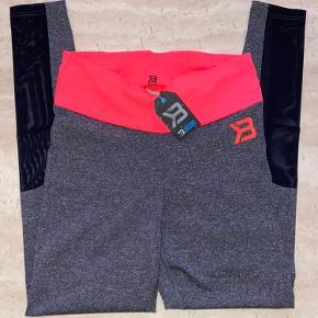 Tights fra Better Bodies i str medium med fede mesh detaljer på benene sælges. Nye med tags.   Har al al alt for meget træningstøj, så sælger lidt ud 😊  Nypris 600,-