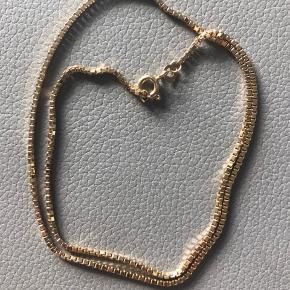 Venezia kæde i 8kt Måler 42cm - trådtykkelse 1.5 Aldrig været brugt, fremstår som ny.  Kender ikke vægten.   850kr  Seriøse bud modtages.