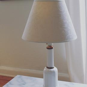 Mellemstor gammel Heiberg Lampe med flot ældre råhvid skærm✨