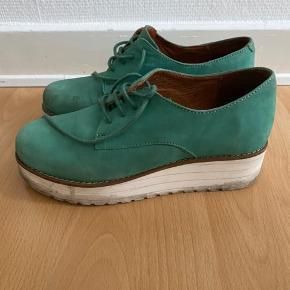 Skind sko med 'Buffalo' såler. Skal lige rengøres 😇