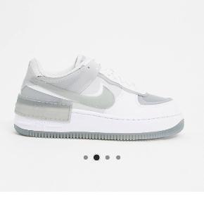 Helt nye i æske Disse vildt populære og eftertragtet  Nike air force shadow sneakers Jeg nåede netop at få fingrene i disse lækre sataner inden de var udsolgt.   Prisen er ikke til forhandling.