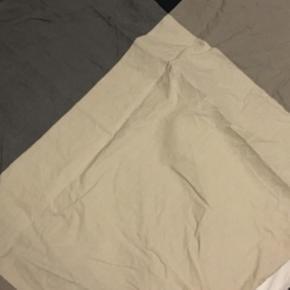 Fint ikea sengesæt til dobbeltdyne  Mål: Pude ca.65*55 Sengelinned: 210*225  Brugt 2-3 gange Sælges da jeg skal flytte, har for meget og ikke får det brugt