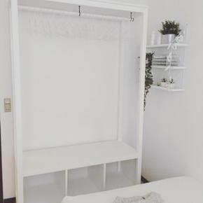 Der med følger 3 hvide kasser og 20 bøjler Byd gerne, vil gerne sælge hurtigst muligt:) 120x50x197
