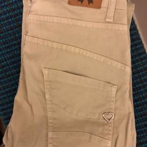 Fede bukser fra Please  Lidt baggy med smalle ben Kun brugt et par gange  Str. XS  Se også mine andre annoncer :-)