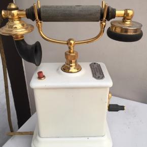 Gammel københavner telefon i meget flot stand.