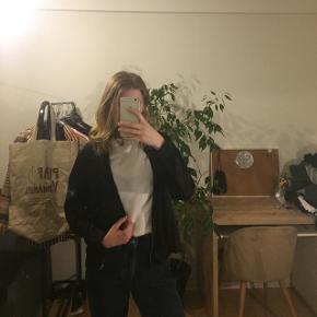 "Super fin tynd ""jakke"" fra Gina Tricot. Størrelse M 😝"