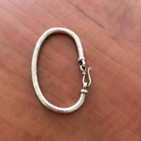 Slangearmbånd i ægte sølv 20 cm lang ink lås.  halv cm tyk