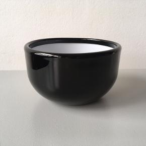Glas skål, designet af Michael Bang, H 10 cm. Ø 16.5 cm.