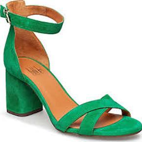 Meget elegante sandaler. Har dem i grøn og leo. Brugt 3 gange. Skriv endelig ved interesse og se også mine andre annoncer.
