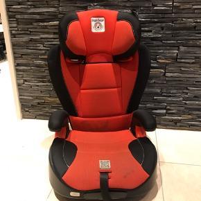Super fin autostol fra Peg- Pérego , som kan deles når varmet er ældre og kun har brug for en sidde pude