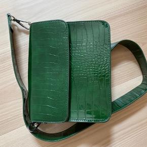 Taske fra Hvisk i grøn - brugt meget få gange.