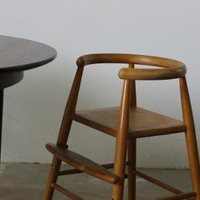 Ikonisk designklassiker. Højstol, designet af Nanna Ditzel i 1955. Står i flot stand. Pris 2800,-  Se evt mine andre annoncer for mere dansk design. Levering på strækningen Århus-KBH, samt hele Fyn.  Vintage. Retro.