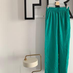 Fede loose bukser med elastik kant i livet.
