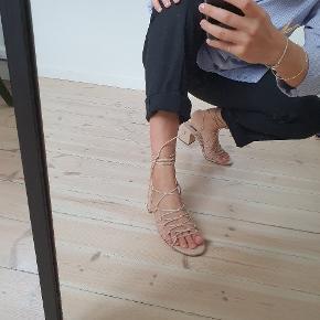 MNG heels
