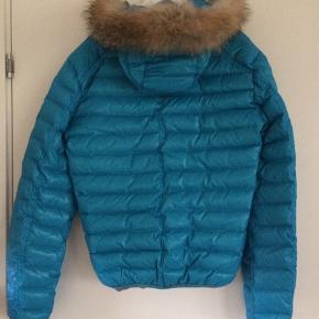 Flot jakke med ægte pels hætte