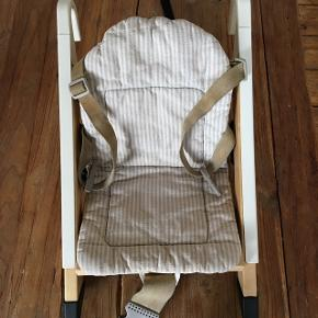 Handysitt fra stokke, med hynde. Passer til de fleste stole, når i rejser eller er ude og spise.