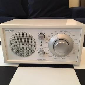 Hvid Tivoli Audio Radio 1-2 år gammel brugt få gange Fejler intet
