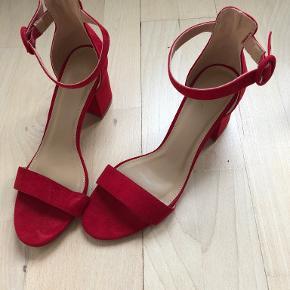 Lefties heels