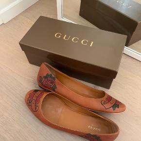BYD! Skal af med alt! Kom med bud!   Hej! Jeg sælger disse vintage Gucci ballerinaer! De er købt i en highend vintage butik i Paris! Jeg har dsv ikke kvitteringen men boksen medfølger som ses på billederne :))  Skoen er af kærnelædder og i super god kvalitet!  BYD BYD BYD!!