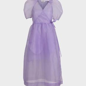 Populær lilla kjole. Udsolgt . Underkjole. Følger med