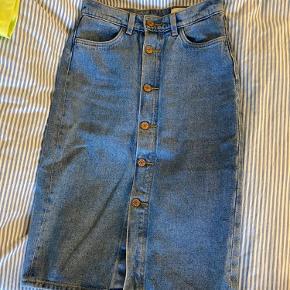 Sælges da den er for stor til mig i livet🧡 Skøn længde på denne fine cowboy-nederdel