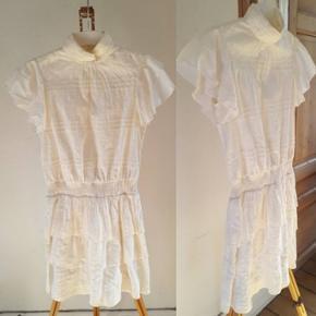Hvid kjole fra Vero Moda Str. XS - kan passes op til en str. M.