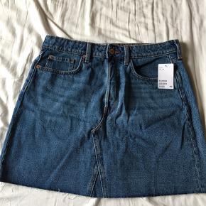 Nederdel fra H&M, aldrig brugt. Byd gerne!
