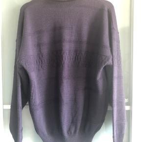Lilla sweater fra mærket Filati. Str. M Stand: næsten som ny.  Perfekt til vejret ligenu.  Nypris: 600kr.  Giv et bud.  Kan afhentes i Aarhus, Kolding og Toftlund. Ellers sendes med DAO på købers regning for 38kr.