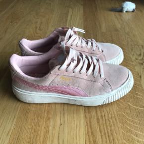 Lyserøde ruskinds sneakers med pink satin. Str 40 Nypris 899kr