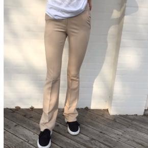 Rigtig fine bukser fra design by si, jeg desværre bare aldrig bruger. Ingen tegn på slid overhovedet, vasket højst 2 gange. Byd gerne:)