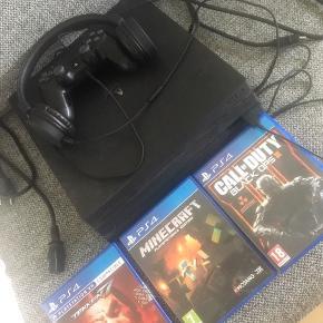 PlayStation 4, Pro , sælges med høretelefoner , 3 spil, 1 hdmi PlayStation stik, 1 controller , oplader stik til controller. Sælges samlet, min søn bruger den ikke mere. Fejler intet!