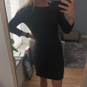 Sort kjole fra H&M Str. L 🌸