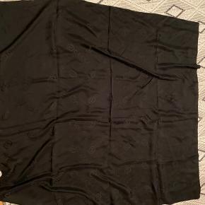 Jeg har arvet det her Gucci tørklæde, men sælger det, da jeg ikke får det brugt
