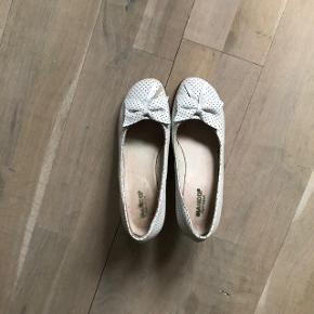Retro hvide læder sko.