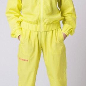 Helt nyt tracksuit sælger også jakke