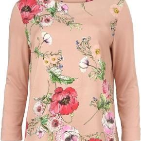 Ny smuk bluse fra Gustav, stadig med mærke på endnu, nypris 800,-