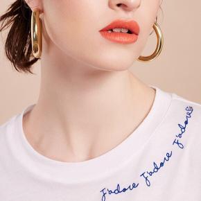 Fin t-shirt fra H&M trend. Aldrig brugt. Bytter ikke.