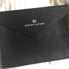 """Stefan Hafner iPad """"konvolut"""" af sort læder sælges 25 x 19 cm Aldrig brugt"""
