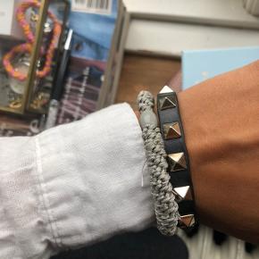 Valen armbånd med guld nitter - gået op, men kan stadig sagten bruges - kan evt limes
