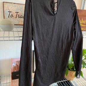 Sort trøje fra mærket Jacqueline de yong, Str. Xs -  Sælges for 120 kr.